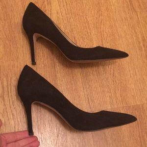 Ann Taylor black suede pointed pump size 8